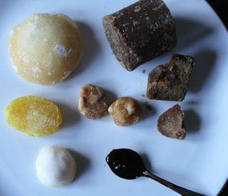 Palm-sugar-tasting