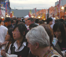 Vancouver_night_marketcrowd_3